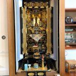 京都市伏見区のお客様より、真宗大谷派の金仏壇をご購入いただきました。繊細なつくりの仏像や最高級の掛軸、カスタマイズの蒔絵